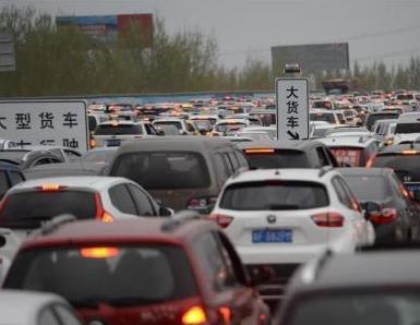 机动车保有量突破3亿 中国汽车社会
