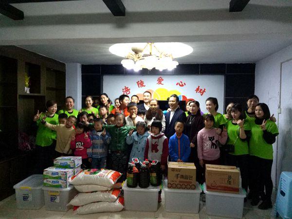 关爱温暖特殊儿童 涪陵志愿者在行动