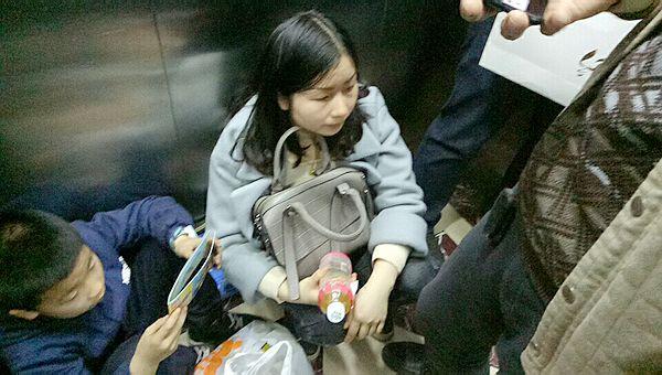 重庆涪陵:重百商场10人被困电梯1小时(后续)