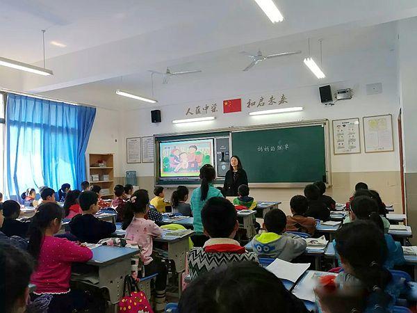 重庆九龙坡:人和小学举行中段语文教研活动