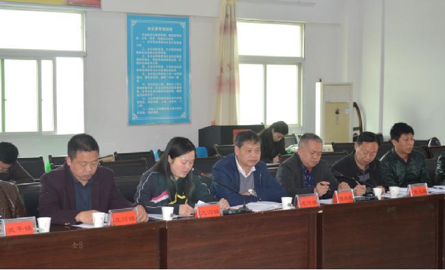 丰都县委统战部在龙河镇举行基层商会服务乡村发展专题座谈会