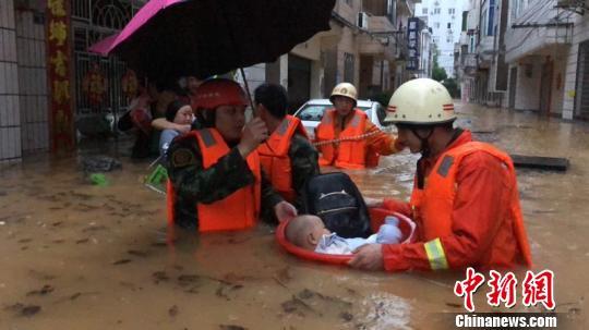湖北宜昌暴雨致多地内涝 三峡大坝等景区临时关闭