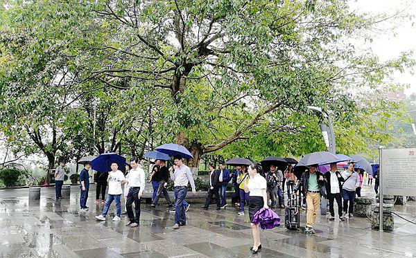 重庆市园林行业协会60余人来涪陵考察涪州书院