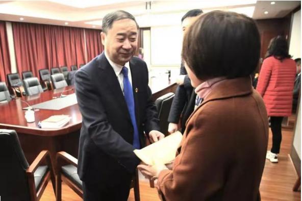 江西建工集团党委书记、董事长周才柬走访慰问困难职工